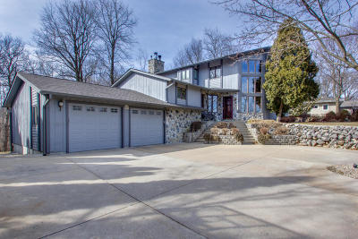 Pewaukee Single Family Home Active Contingent With Offer: W264n4887 Bayberry Dr