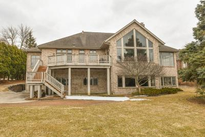 Waukesha County Single Family Home Active Contingent With Offer: W355n5055 Lakeview Ct