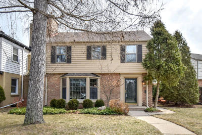 Milwaukee County Single Family Home Active Contingent With Offer: 5442 N Hollywood Ave
