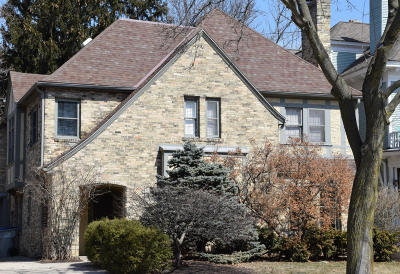 Milwaukee County Single Family Home Active Contingent With Offer: 2710 E Kenwood Blvd