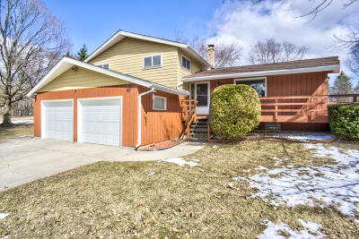 Mequon Single Family Home Active Contingent With Offer: 11924 N Granville Rd