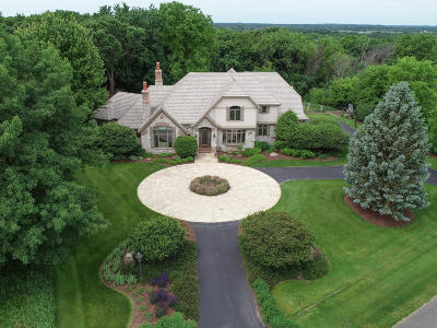 Waukesha County Single Family Home For Sale: S28w35351 Spring House Ct
