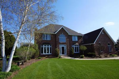 Cedarburg Single Family Home Active Contingent With Offer: 1770 Creek Ridge Ct