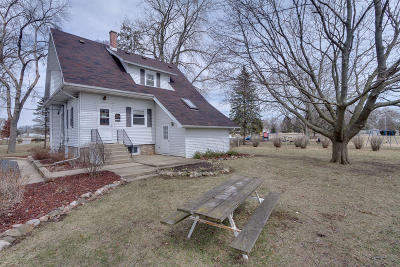 Kenosha County Single Family Home For Sale: 305 S 2nd St