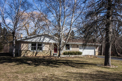 Mequon Single Family Home Active Contingent With Offer: 4846 W Chippewa Dr
