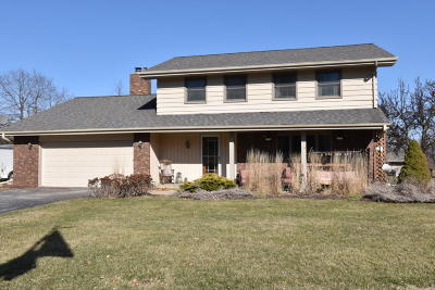 Pewaukee Single Family Home Active Contingent With Offer: W273n4182 Hickory Grove Dr