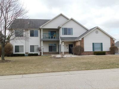 Johnson Creek Condo/Townhouse Active Contingent With Offer: 154 Pheasant Run #B