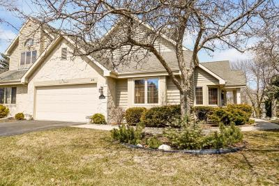 Pewaukee Condo/Townhouse Active Contingent With Offer: N21w24120 Garden Cir #2E