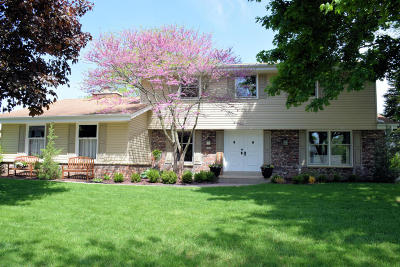 Milwaukee County Single Family Home For Sale: 5724 Gladstone Ln