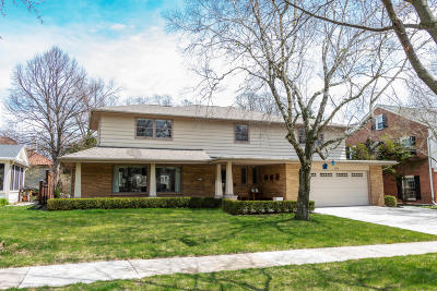 Milwaukee County Single Family Home For Sale: 5058 N Lake Dr