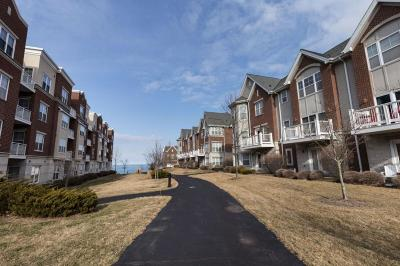 Milwaukee County Condo/Townhouse Active Contingent With Offer: 3896 S Lake Dr #1121