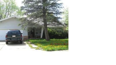 Greendale Single Family Home For Sale: 5785 Rochelle