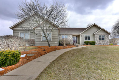 Mukwonago Single Family Home Active Contingent With Offer: 426 Eastern Trl