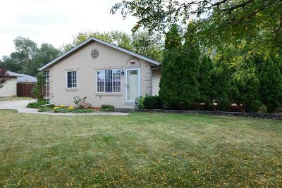 Mukwonago Single Family Home Active Contingent With Offer: 900 Clarendon Ave
