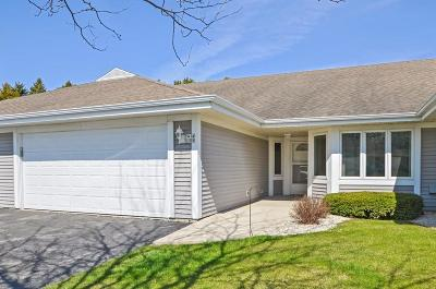 Mequon Condo/Townhouse Active Contingent With Offer: 7414 W Mequon Square Dr