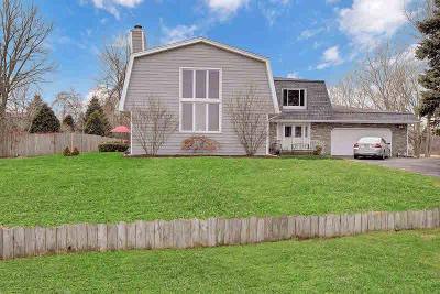Pleasant Prairie Single Family Home For Sale: 10704 Lakeshore Dr