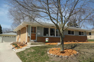 Greendale Single Family Home Active Contingent With Offer: 5325 Millbank Rd