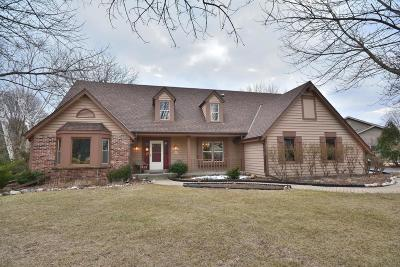 Waukesha Single Family Home Active Contingent With Offer: N26w22619 Oakwood Ln