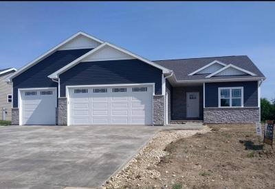 Kewaskum Single Family Home For Sale: 754 Glacial Ln