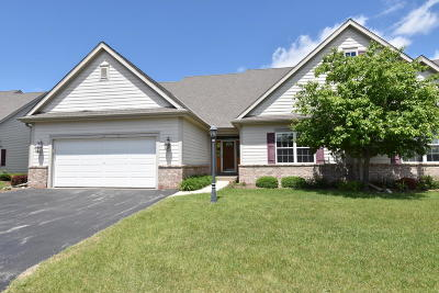Slinger Condo/Townhouse For Sale: 1760 Cedar Ridge Dr