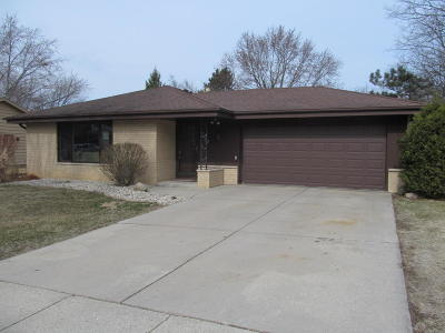 Greendale Single Family Home For Sale: 7062 Hollow Ln