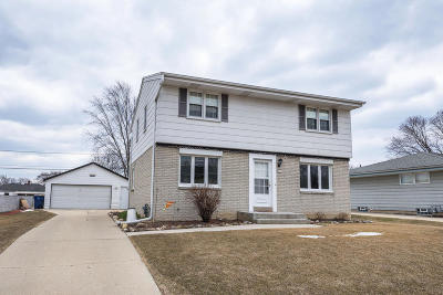 Oak Creek Single Family Home Active Contingent With Offer: 2437 W Carrington Ave