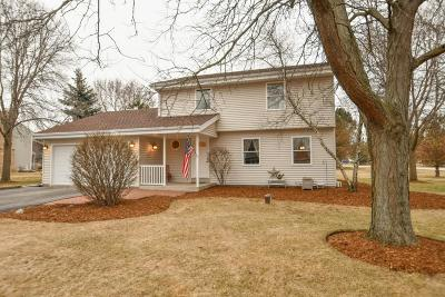 Waukesha Single Family Home Active Contingent With Offer: W275s2146 Kame Terrace Ct N