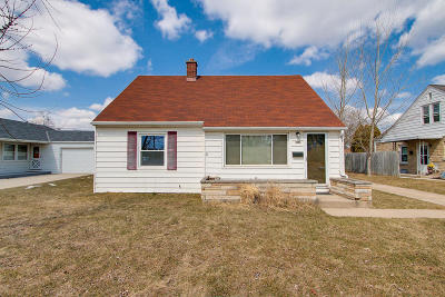 Ozaukee County Single Family Home Active Contingent With Offer: 314 W Walters St