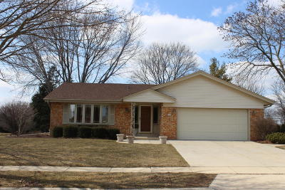 Greendale Single Family Home Active Contingent With Offer: 5017 Saxony Ln