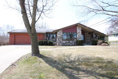 South Milwaukee Single Family Home Active Contingent With Offer: 304 Hemlock Ct