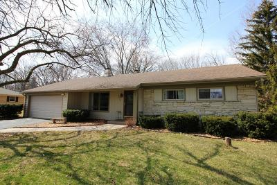 Waukesha County Single Family Home Active Contingent With Offer: 5025 S Magellan Dr
