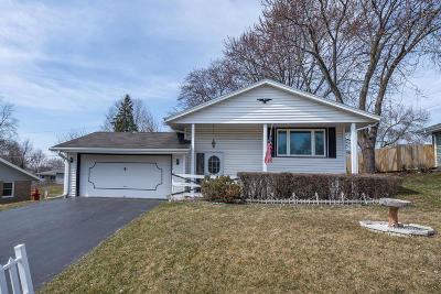 Waukesha County Single Family Home For Sale: 1214 Cornell Dr