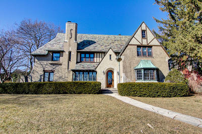 Wauwatosa Single Family Home For Sale: 1639 Alta Vista Ave