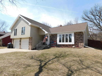 Waukesha WI Single Family Home Active Contingent With Offer: $265,000