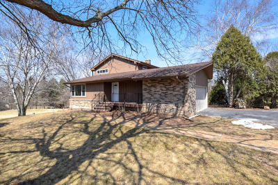 Ozaukee County Single Family Home Active Contingent With Offer: 1408 Woodland Dr