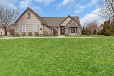 Pewaukee Single Family Home Active Contingent With Offer: W265n2083 Sawgrass Ln