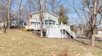 Fontana Single Family Home Active Contingent With Offer: 364 Waubun Dr