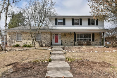 Ozaukee County Single Family Home Active Contingent With Offer: W59n949 Essex Dr