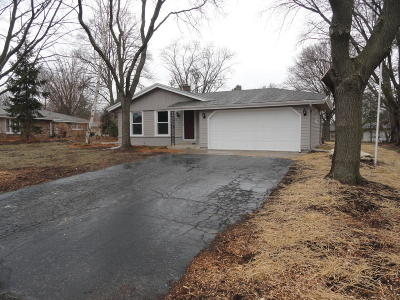 Hartland Single Family Home Active Contingent With Offer: 1116 Dona