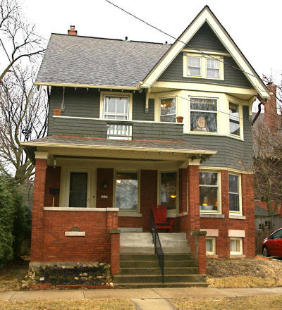 Milwaukee Single Family Home Active Contingent With Offer: 2815 E Hartford Ave