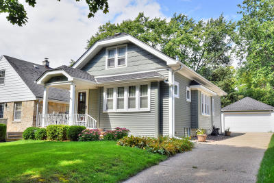 Wauwatosa Single Family Home Active Contingent With Offer: 8154 Hillcrest Dr
