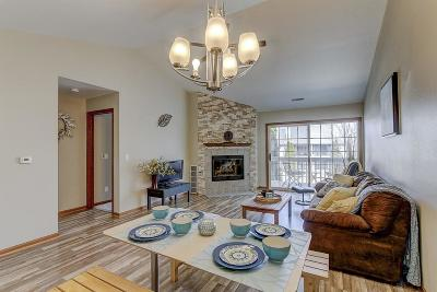 Pewaukee Condo/Townhouse Active Contingent With Offer: 152 Westfield Way #C