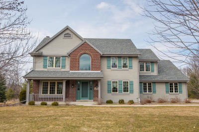 Waukesha County Single Family Home Active Contingent With Offer: N56w33318 Ivy Ln