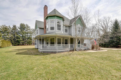 Kenosha Single Family Home Active Contingent With Offer: 1633 43rd Ave