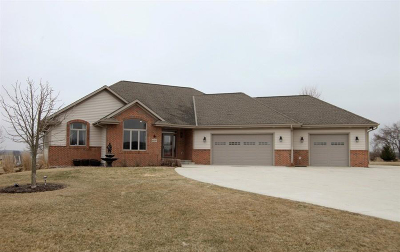 West Bend Single Family Home Active Contingent With Offer: 6829 Southview Cir