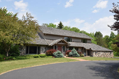 Mequon Single Family Home For Sale: 10559 N Fairway Ln