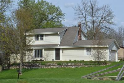 Hartland Single Family Home Active Contingent With Offer: 272 Hickory Ct