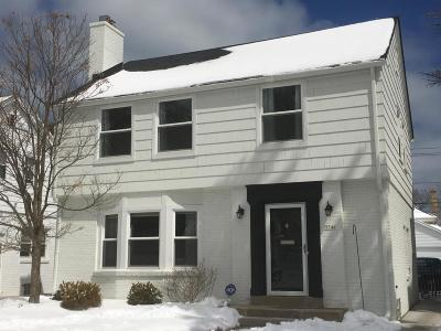 Milwaukee County Single Family Home Active Contingent With Offer: 5546 N Shoreland Ave