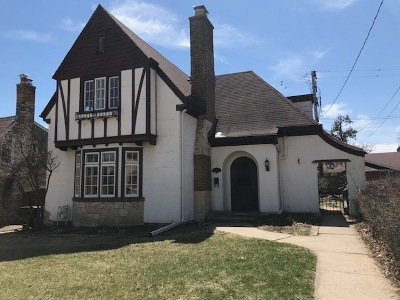 Racine Single Family Home Active Contingent With Offer: 3225 Moorland Ave