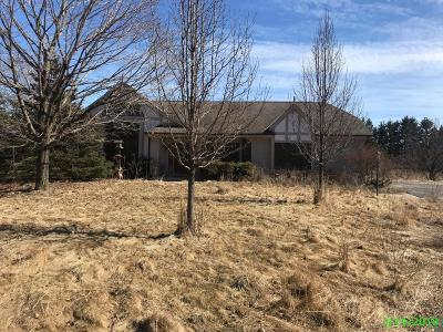 Cedarburg WI Single Family Home For Sale: $279,000